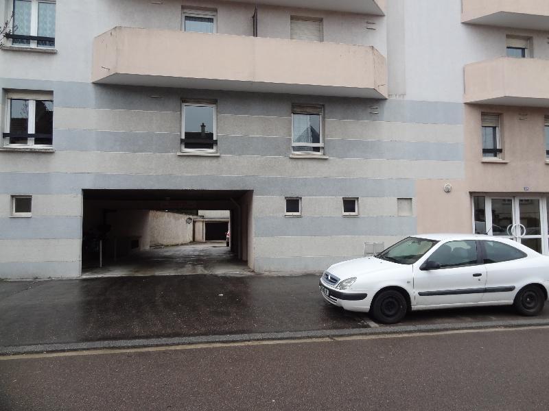 Dijon extérieur Montesquieu parking