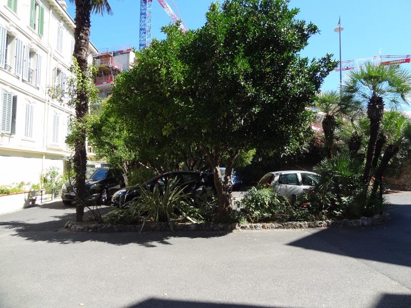 Cannes-intérieur-Castelflor parking