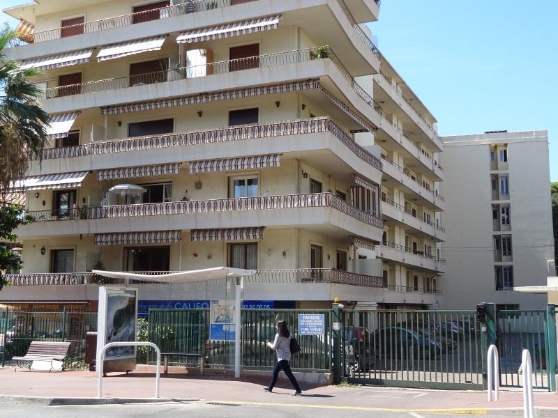Cannes-extérieur-Le Lys parking