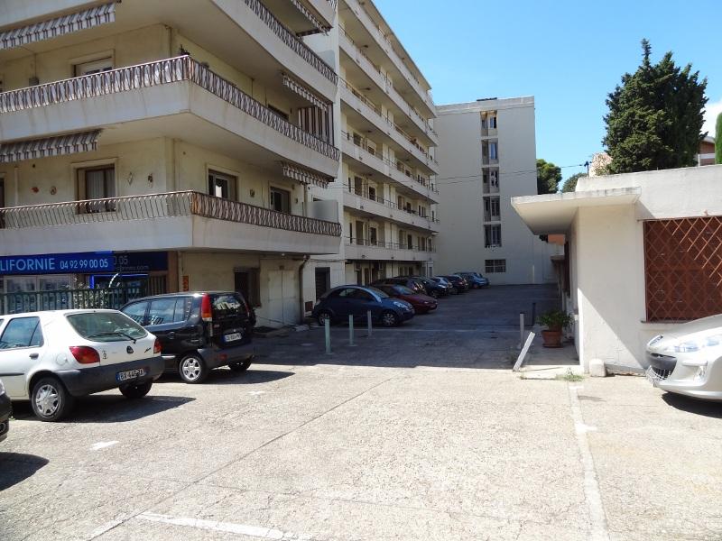 Cannes-intérieur-Le Lys parking